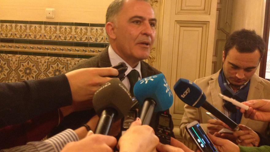 """El PP pretende recuperar la """"decencia"""" en Otura y apuesta por la """"regeneración"""" tras la condena al alcalde"""
