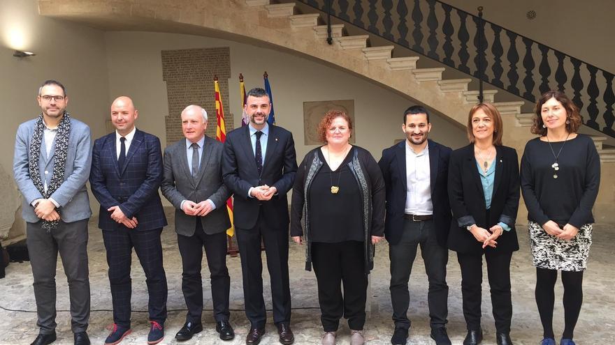 El conseller valenciano Vicent Marzà junto a los representantes de los gobiernos catalán y balear