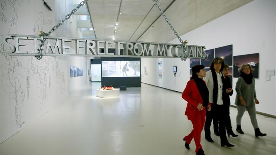 Trece mujeres denuncian mediante el arte la devastación de Oriente Medio