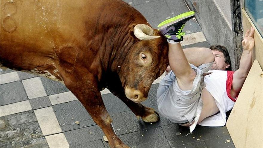 Se elevan a tres los heridos por asta de toro en el último encierro