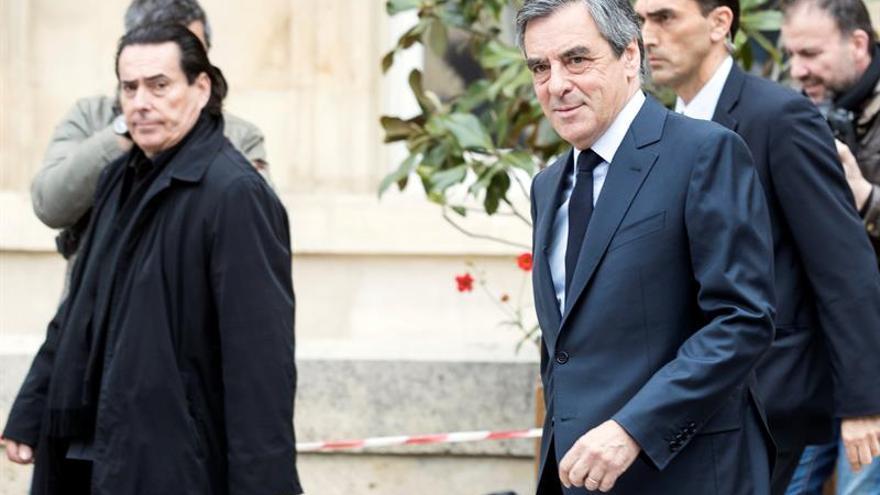 El conservador Fillon vota en París entre fuertes medidas de seguridad