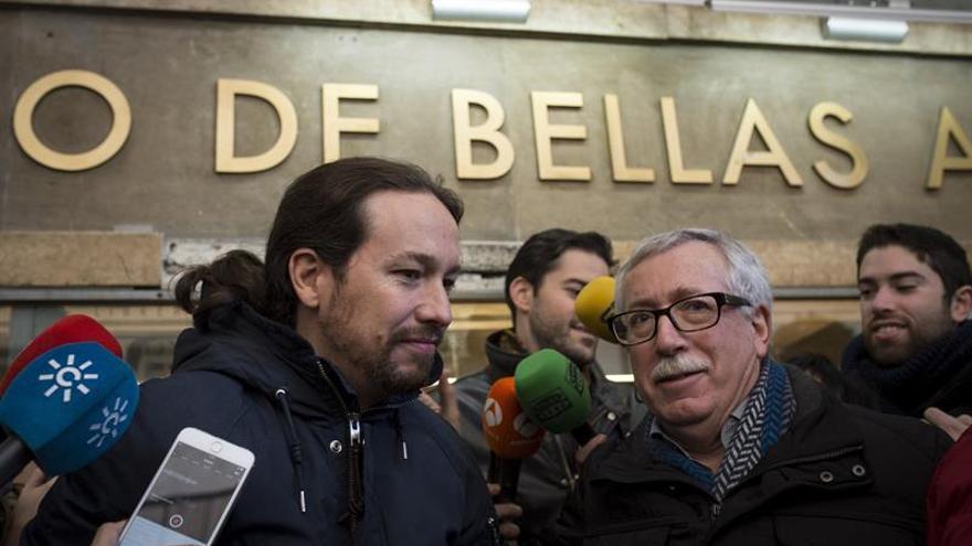 Los inscritos de Podemos eligen entre los modelos de Iglesias y Errejón