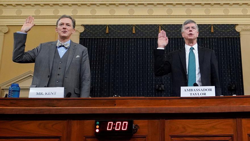 George Kent, subsecretario de Estado adjunto para Europa y Eurasia, y Bill Taylor, embajador interino en Ucrania, durante la comparecencia de este miércoles.