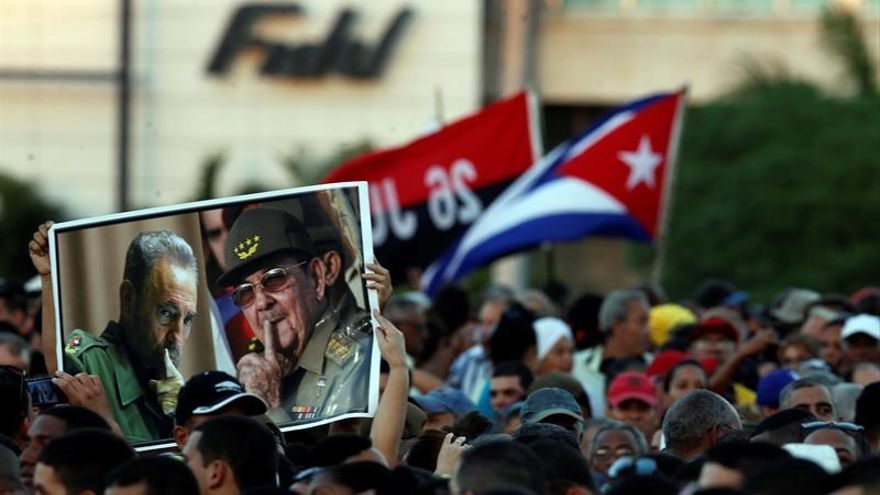 Cientos de miles de personas llenan la Plaza de Revolución para despedir a Fidel
