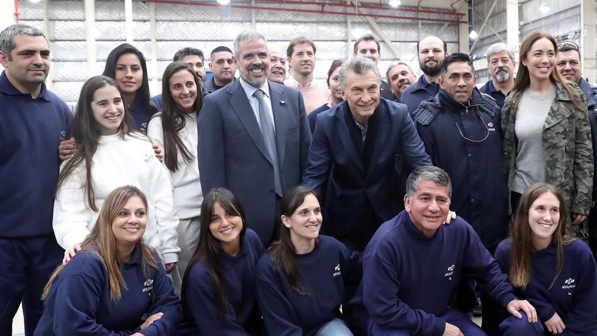 Macri junto a Luis Perez Companc en una visita a la planta de Molinos Río de la Plata, en 2019