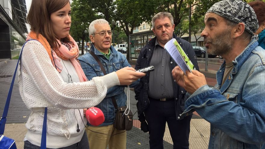 Gato, en la puerta de los juzgados con los periodistas