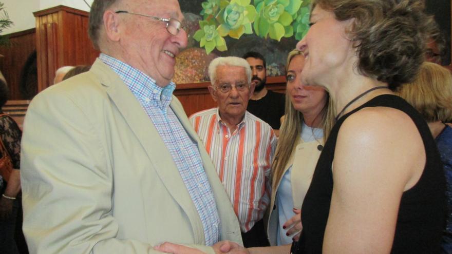 La ministra conversó con afiliados y simpatizantes del PP. Foto: LUZ RODRÍGUEZ