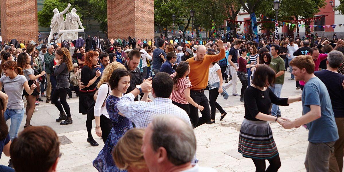 Baile en la plaza del 2 de Mayo | ÁNGEL VÁZQUEZ