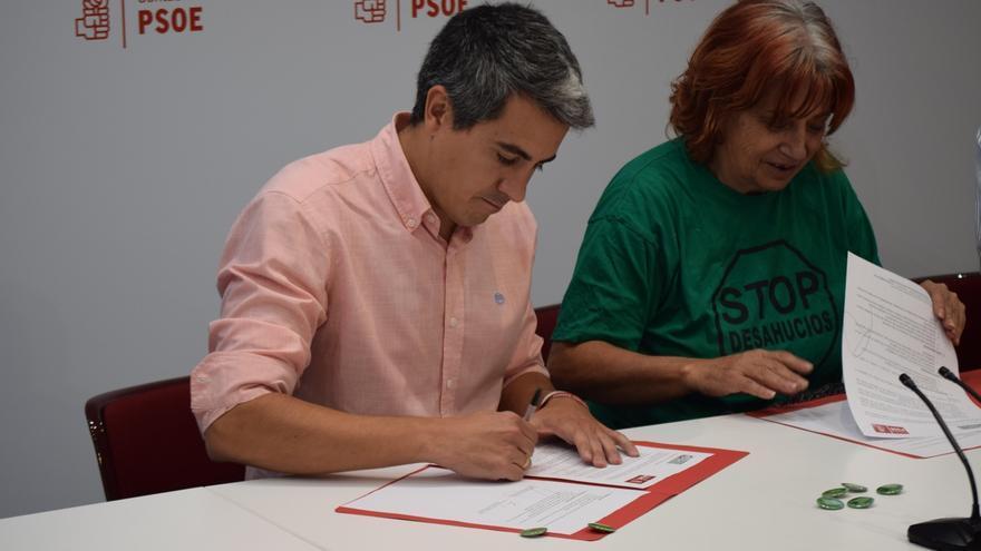 Zuloaga apoya la iniciativa popular de la PAH para impulsar una ley estatal de vivienda