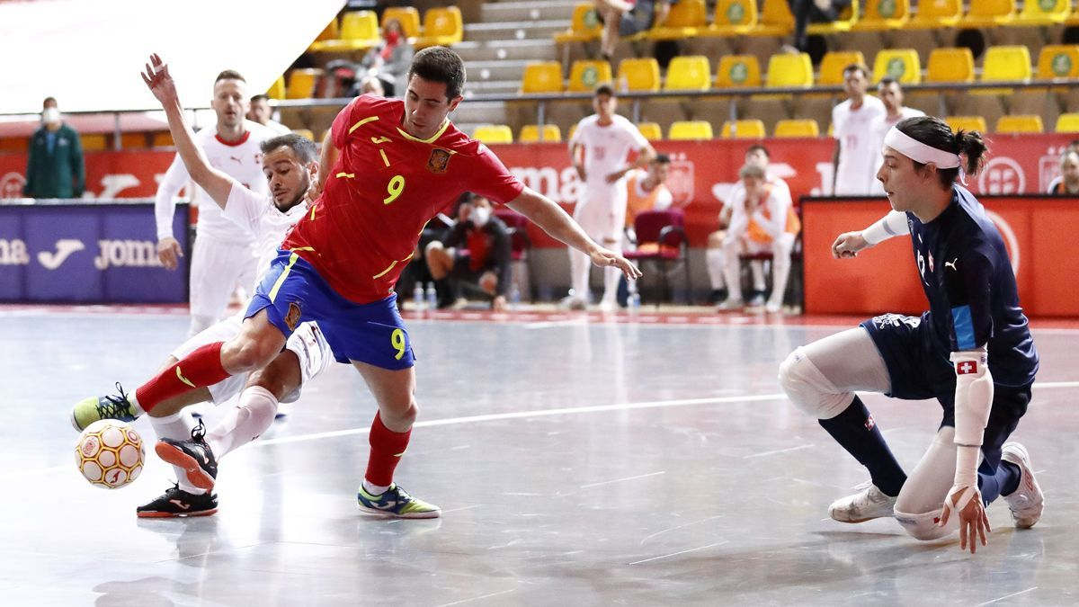 Bebé, con España en el choque con Suiza.