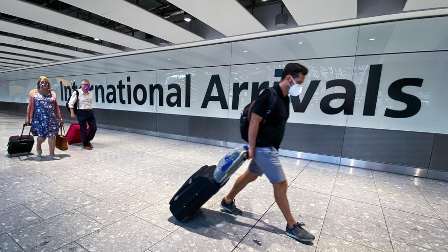 Pasajeros internacionales recién llegados a Londres