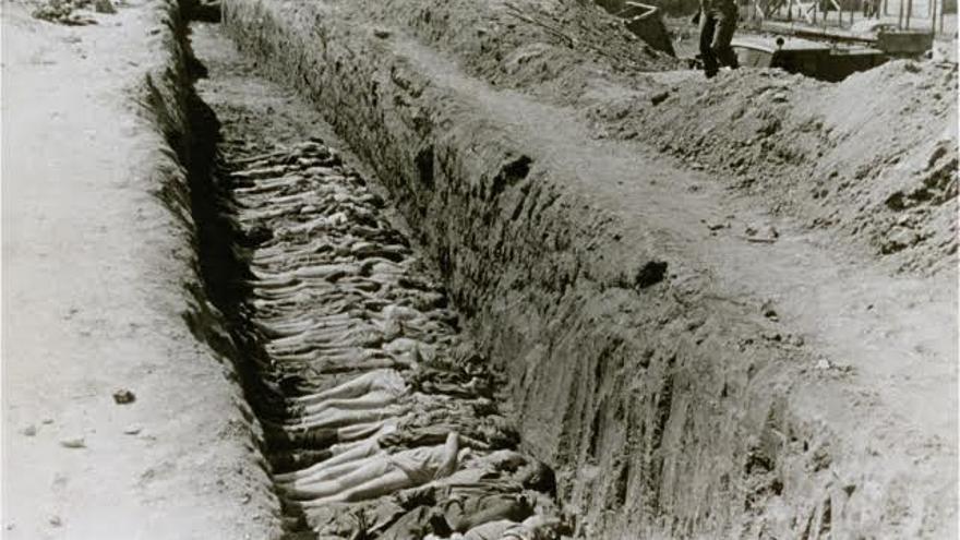 Víctimas de Mauthausen enterradas en una fosa común / United States Holocaust Memorial Museum