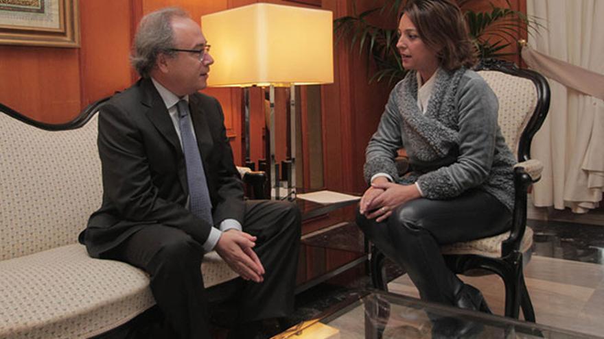 El presidente de CECO, con la alcaldesa.