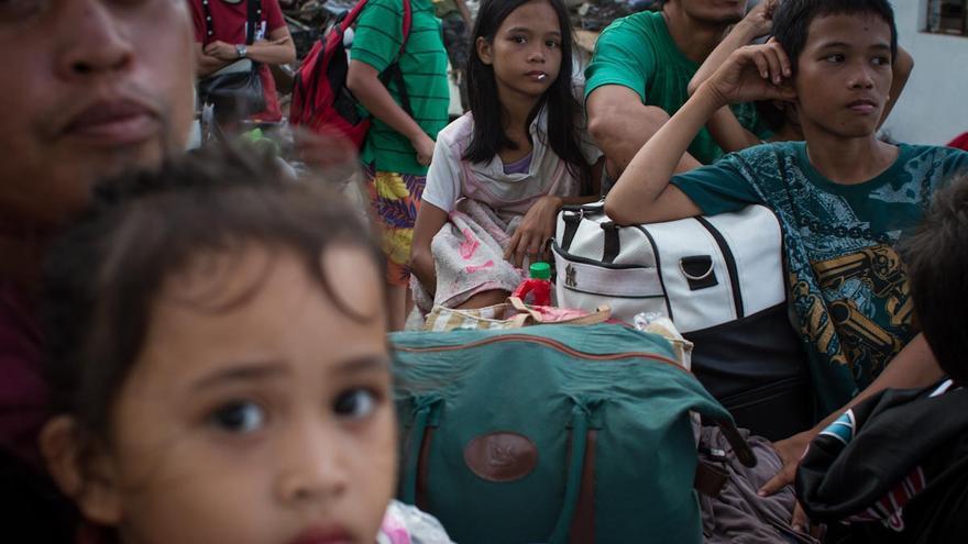 Familias afectadas por el tifón Yolanda, en Tacloban (Filipinas), el 13 de noviembre de 2013./ Fotografía: Acción contra el Hambre/Daniel Burgui.