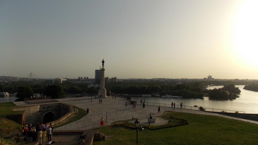 Confluencia entre el río Danubio y el Sava desde la fortaleza Kalemegdan .