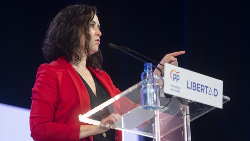 La presidenta de la Comunidad de Madrid y candidata a la reelección por el PP, Isabel Díaz Ayuso, interviene en un acto de campaña en el Teatro Municipal José María Rodero de Torrejón de Ardoz, a 26 de abril de 2021, en Madrid (España). La candidata del P
