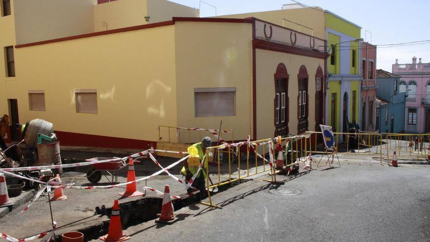 Obras de renovación de la red de abastecimiento de la Calle Tanquito, en el barrio de San Telmo.