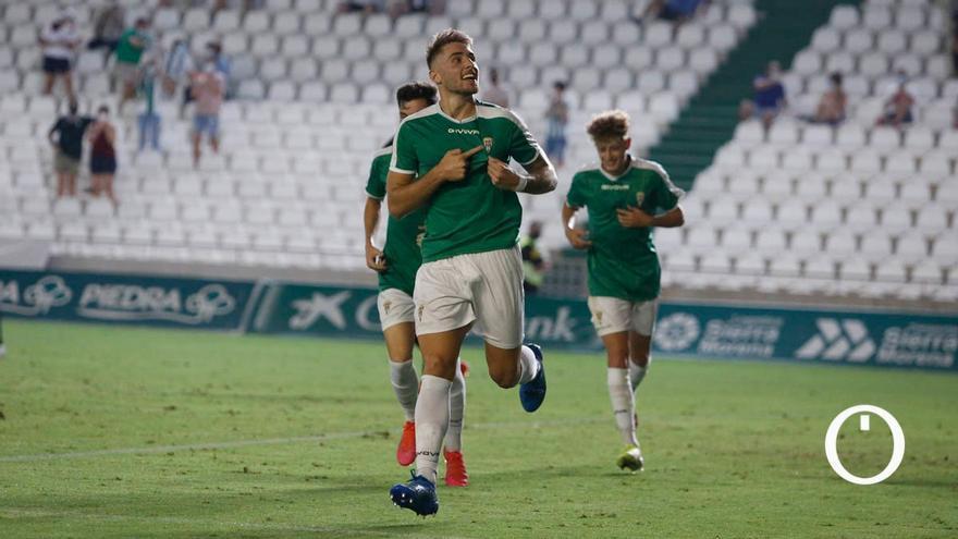 Antonio Casas celebrando uno de sus goles