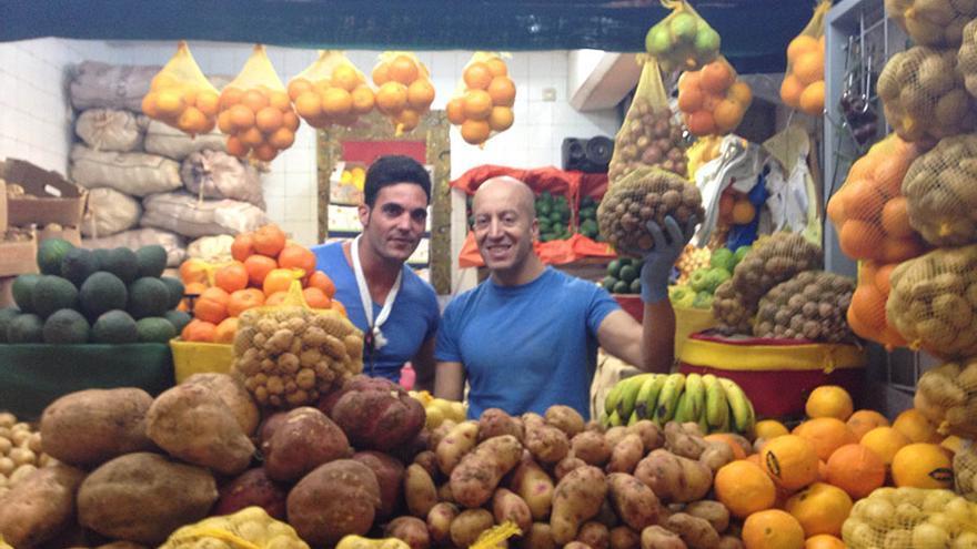 Jesús Ángel y Alberto Jiménez, en puesto de Mercado de Vegueta