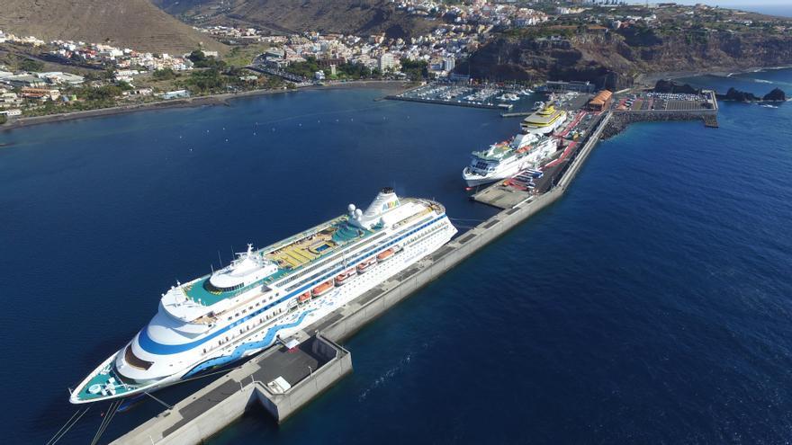 Instalación portuaria de la capital gomera, en una foto de archivo