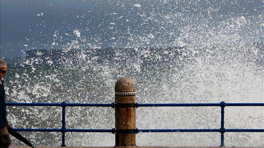 16 Provincias, en alerta por viento o fenómenos costeros, naranja en Galicia
