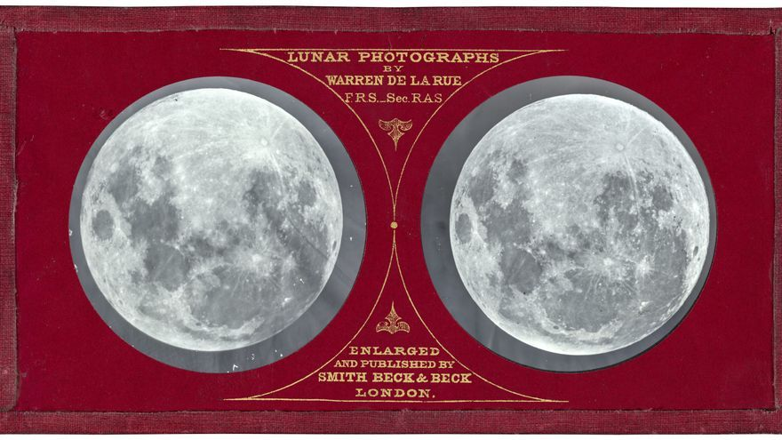'Luna llena 1858–1859', por transparencia de vidrio estereoscópico creada por Warren de la Rue