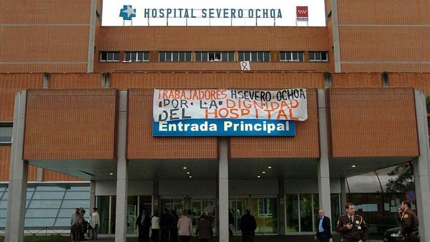 Afectados de hepatitis C inician en el hospital de Leganés nuevas acciones de protesta