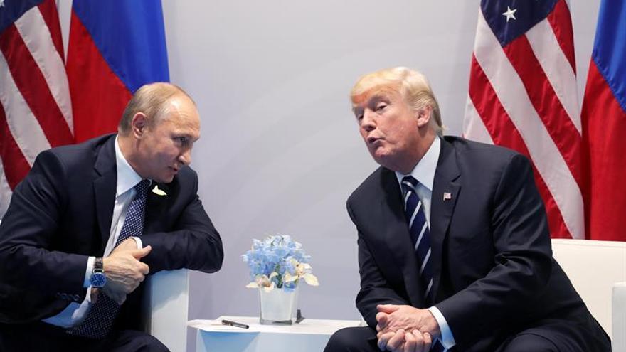 Tillerson asegura que Trump presionó a Putin sobre trama rusa y éste la negó