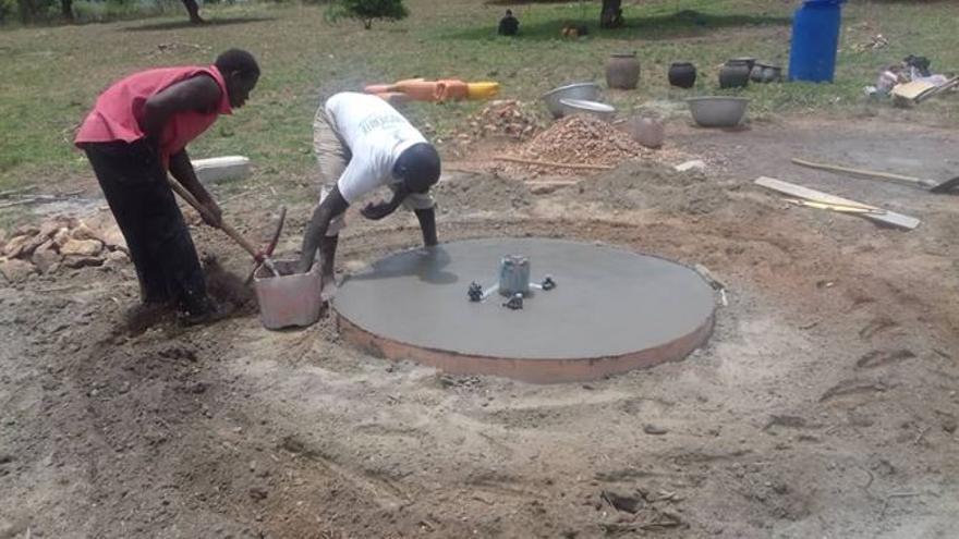 Realización de un pozo de agua en un poblado de etnia Peul en Hounahou, Togo, Mayo 2020. ONGD Solman