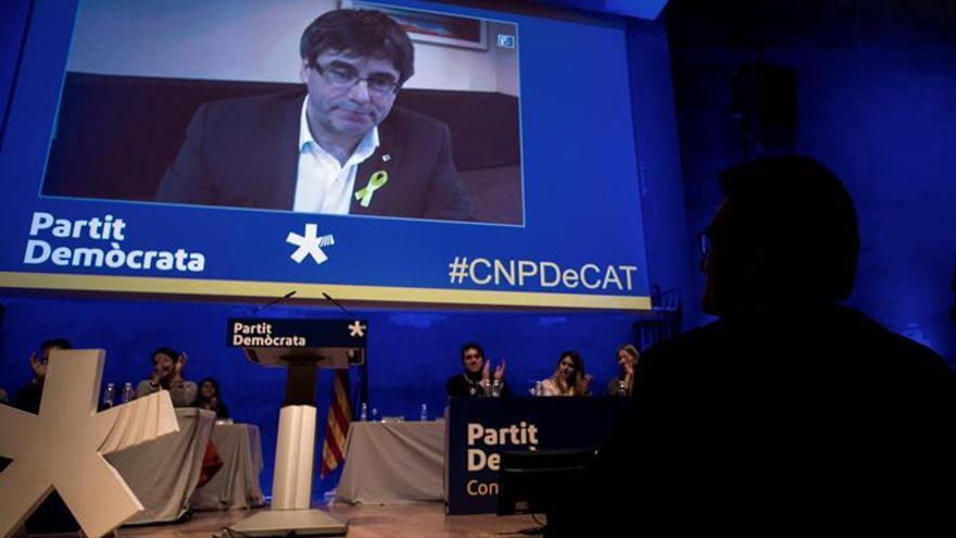 Puigdemont pide cumplir mandato urnas en plenos de constitución e investidura