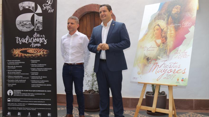 David Pérez, concejal de Turismo, y el alcalde de Arona, José Julián Mena, ambos del PSOE