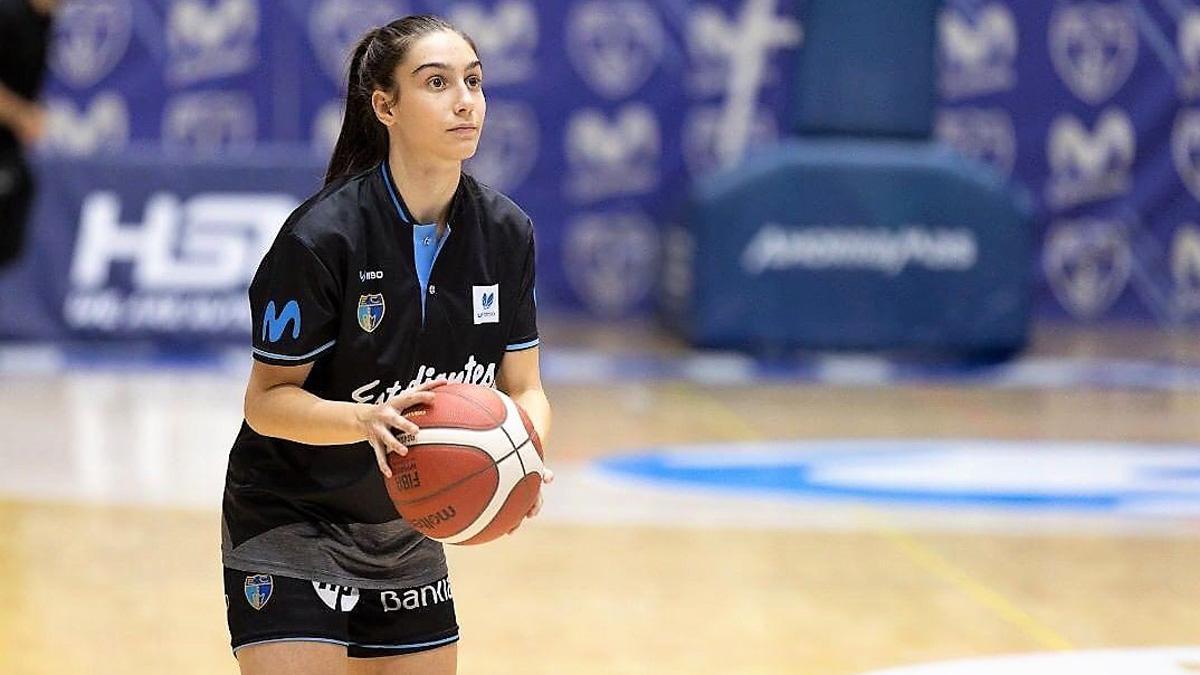 Carlota Menéndez, en un entrenamiento del Movistar Estudiantes