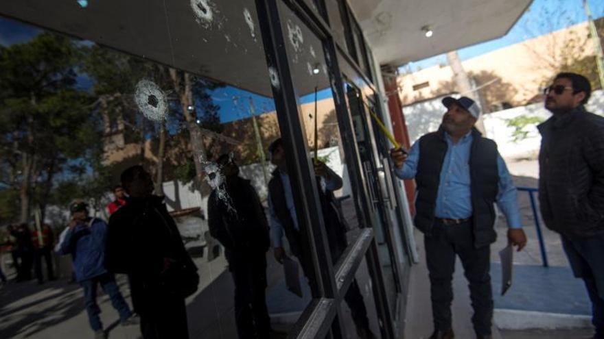 Personal del gobierno de Coahuila evalúa los daños este lunes en la población de Villa Unión, en el estado de Coahuila (México), luego de un ataque armado el pasado sábado.