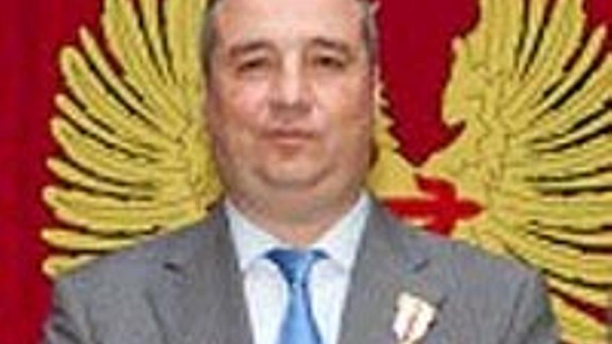 Miguel Ángel Ramírez luce la medalla.