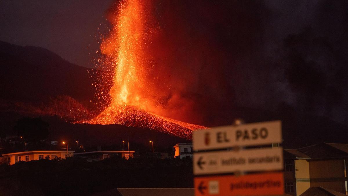 La catástrofe humana del volcán de La Palma obliga a diseñar un plan de  rescate público excepcional
