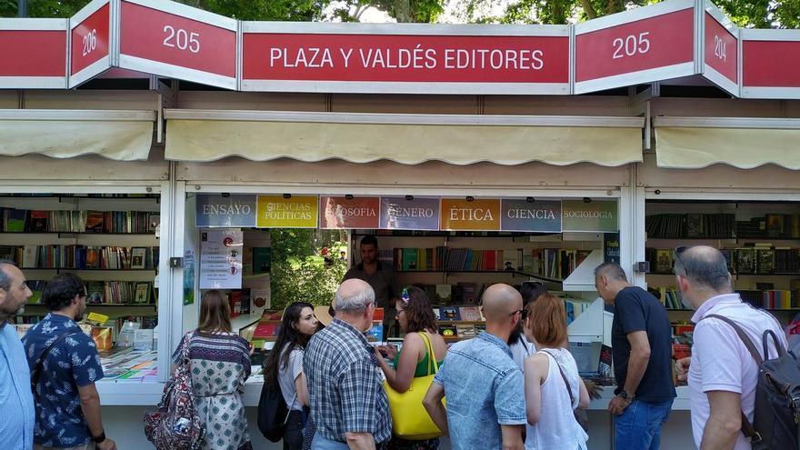 Stand de la editorial Plaza y Valdés en la Feria del Libro de Madrid 2019