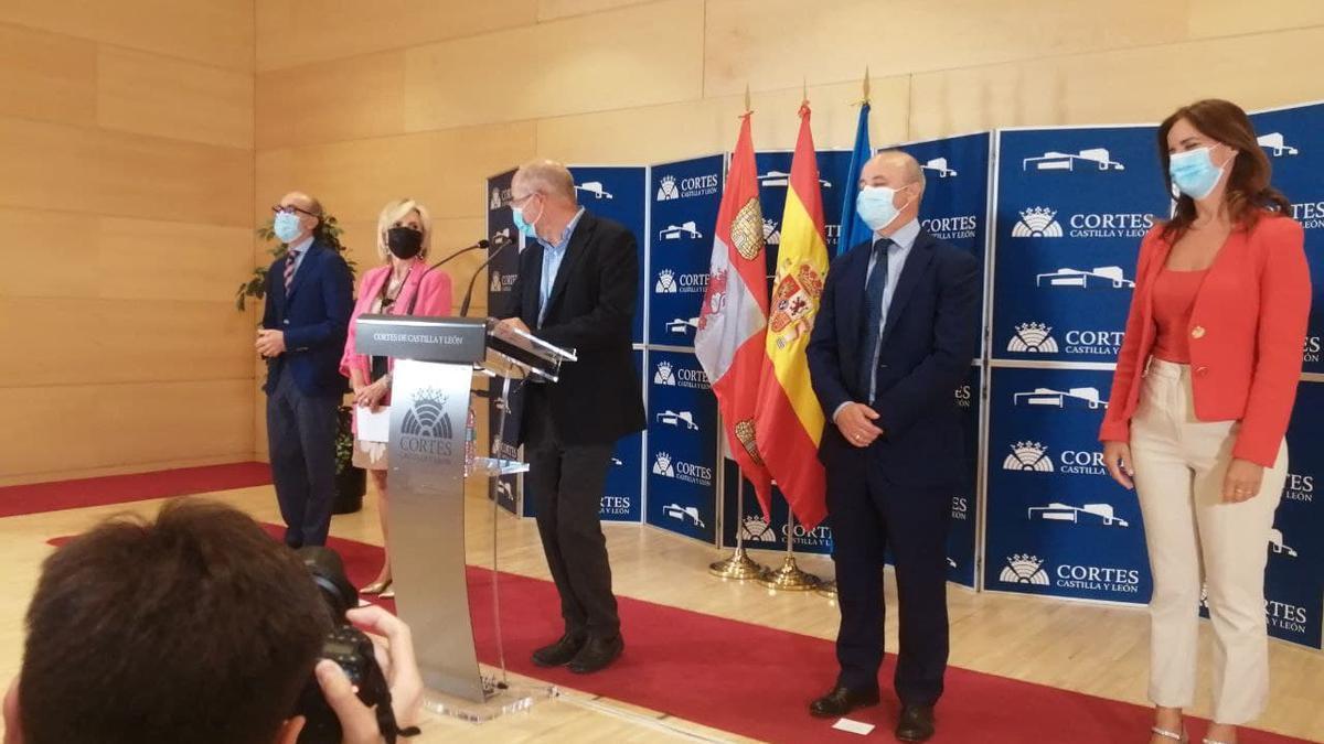 Igea y sus consejeros en la rueda de prensa de este martes.