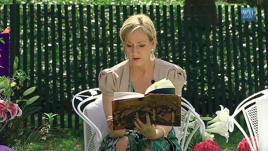 """Rowling sí abusó de los adverbios acabados en '-ly' (""""-mente"""", en español)"""