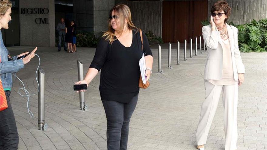 La exmujer de López Aguilar pide a la juez que no siga con la causa