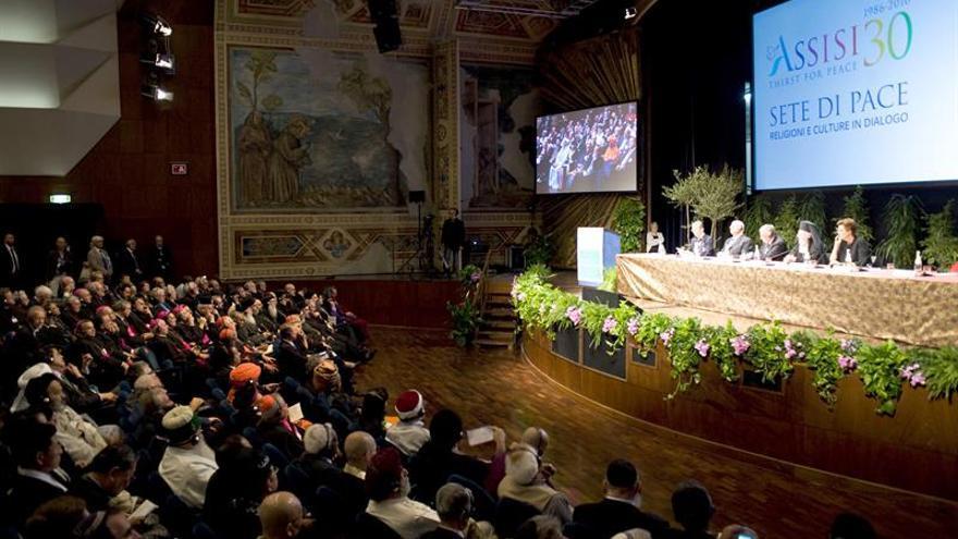 Alierta informa periódicamente al Papa de los progresos de ProFuturo en el mundo