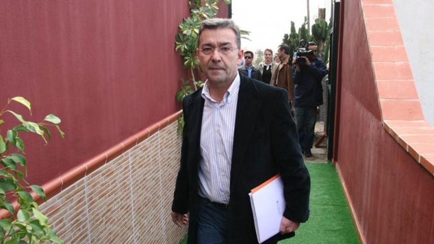 Paulino Rivero llegando a La Ermita aquel 28 de enero de 2006.