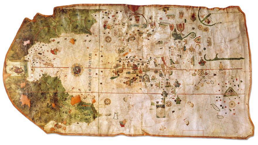 En 1510, De la Cosa dibujó el primer mapamundi que incluía el continente americano. Europa, África y Asia aparecen a la izquierda, en color claro. A la derecha, en verde, el Nuevo Mundo, con las islas que Colón alcanzó en sus primeros viajes.