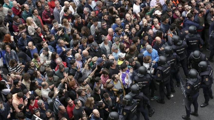 Cuatro policías del 1-O alegan que les amenazaron con un asedio como el de Economía