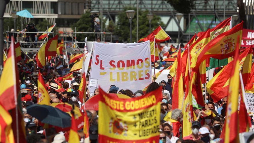 Las derechas reúnen en Colón a miles de personas contra los indultos entre abucheos a Casado y Arrimadas y alabanzas a Vox y Ayuso
