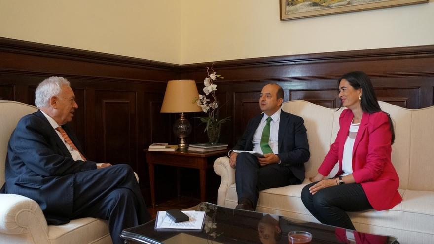 Alcalde de Las Palmas presenta a Margallo la estrategia para convertir la ciudad en capital europea en África