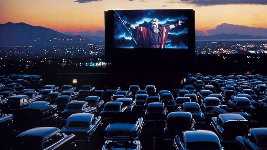 Los 'drive in theatre' son sólo una de las alternativas para disfrutar del cine en verano