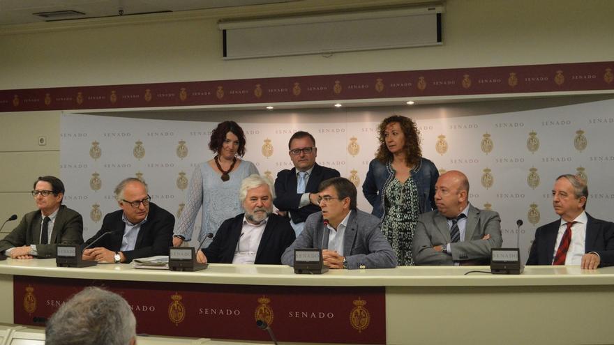 La oposición pide al PP que acepte estudiar en el Senado la creación de una comisión de la verdad sobre el franquismo