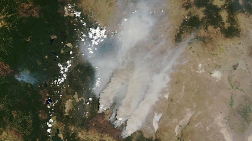 El mayor incendio de EE.UU. es tan grande que ya genera su propio clima