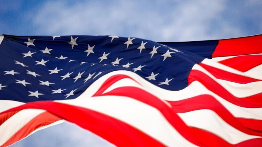Bandera estadounidense ondea al viento. (DP).