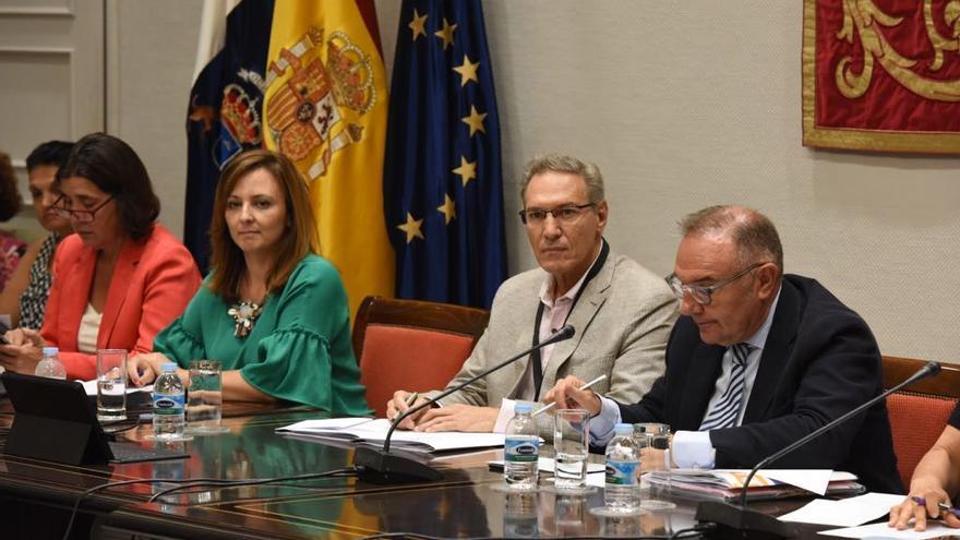 Nieves Lady Barreto y José María Baltar en su comparencia parlamentaria.